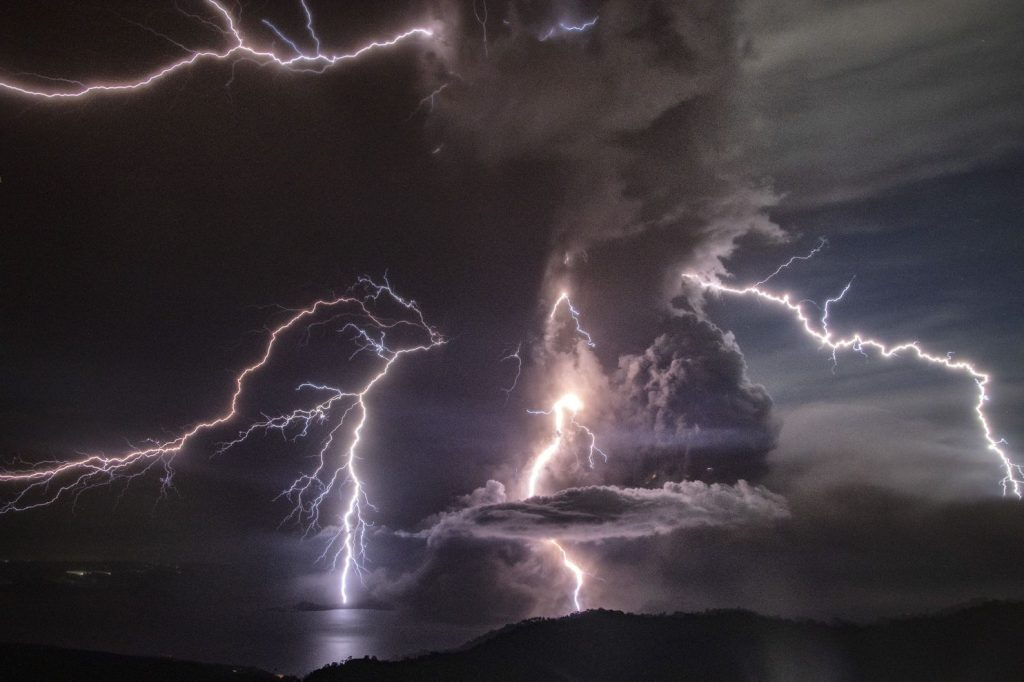 Taal, Phillipines volcanic eruption creates Lightning bolts